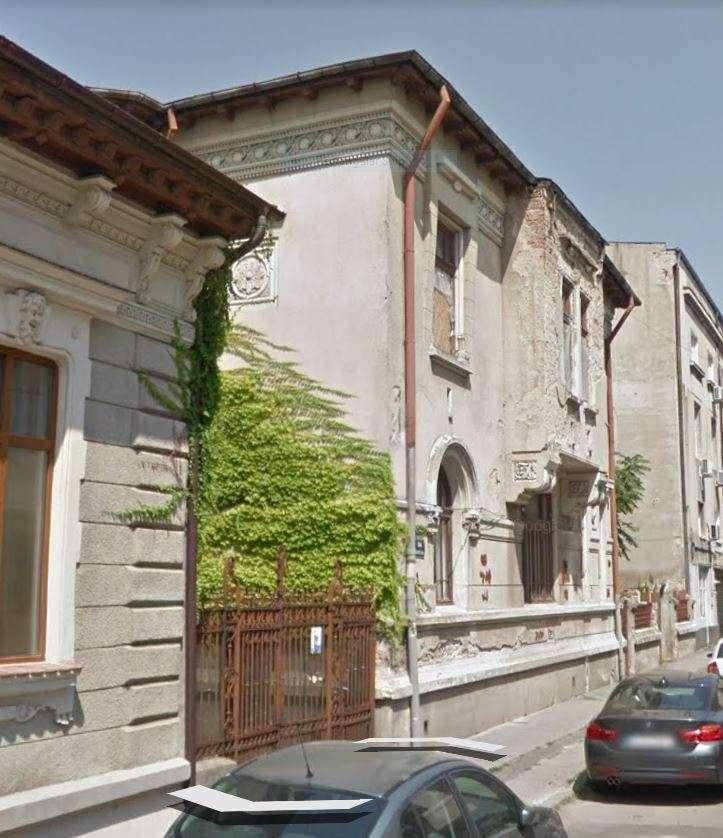 fatada casa stil romanesc nerestaurata 2