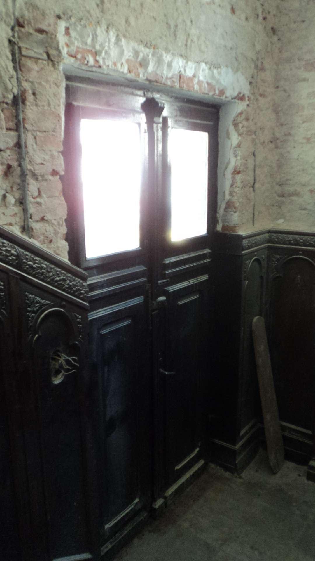 Holul de intrare cu lambriurile peretilor 2
